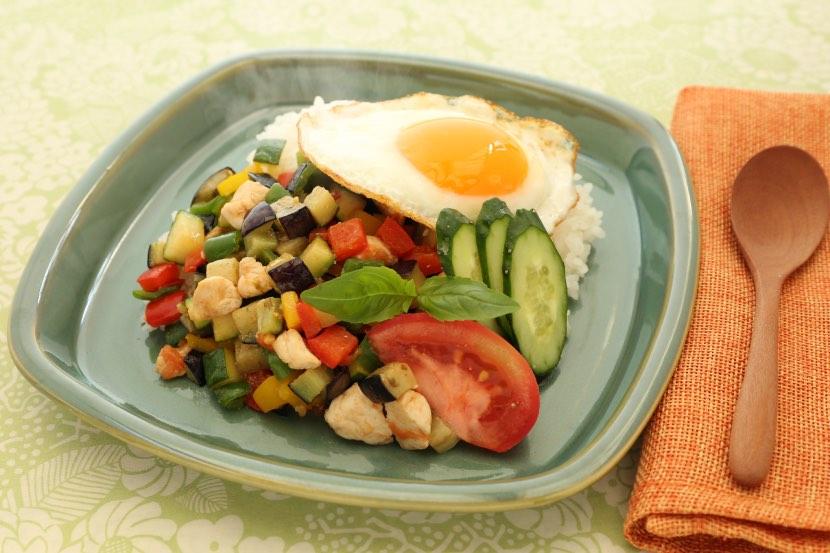 鶏肉と夏野菜のカパオ風
