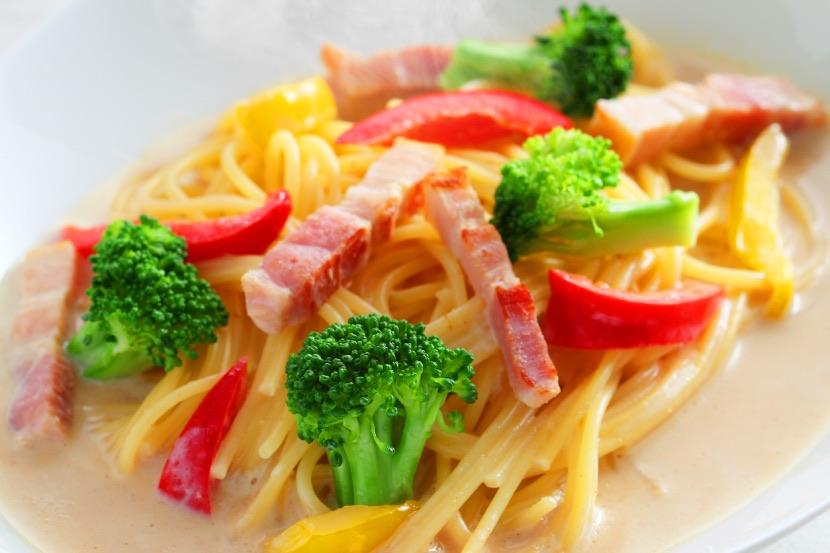 ベーコンと野菜の豆乳みそスープパスタ