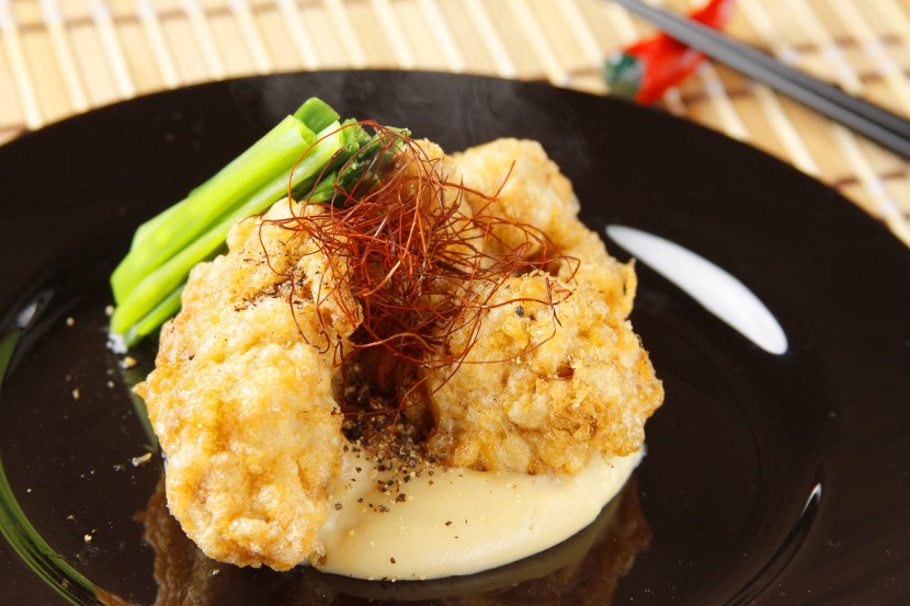 鶏もも肉の柔らか揚げ 豆乳みそ仕立てソース