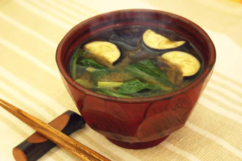 なすと小松菜の生姜入りみそ汁