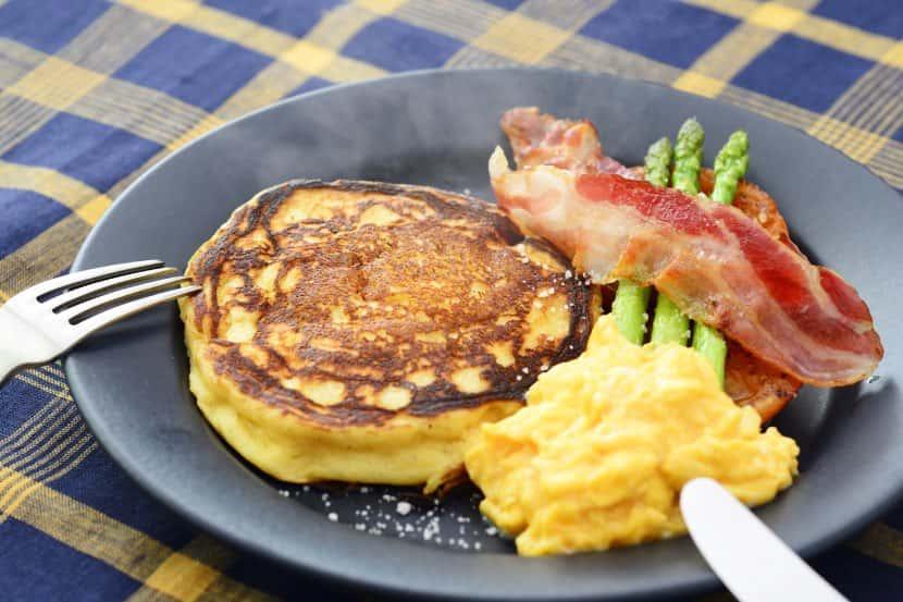 大豆粉とヨーグルトの朝ごはんパンケーキ