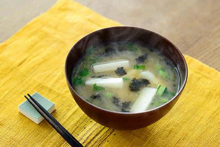 もみ海苔と青菜と長芋のみそ汁