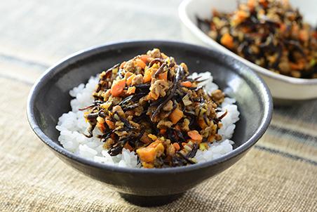 芽ひじきと人参、大豆のお肉の鶏そぼろ風常備菜