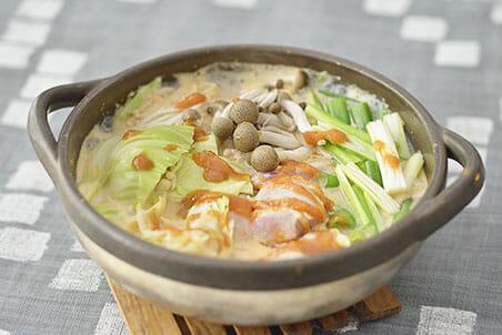 キャベツみそと鶏肉の糀甘酒豆乳鍋