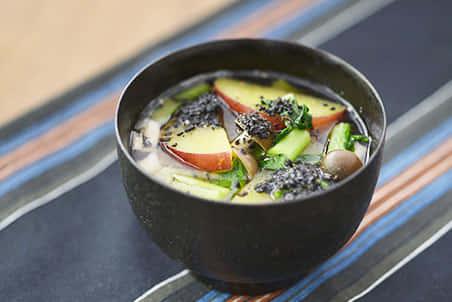 さつまいもと秋野菜の黒ごまみそ汁