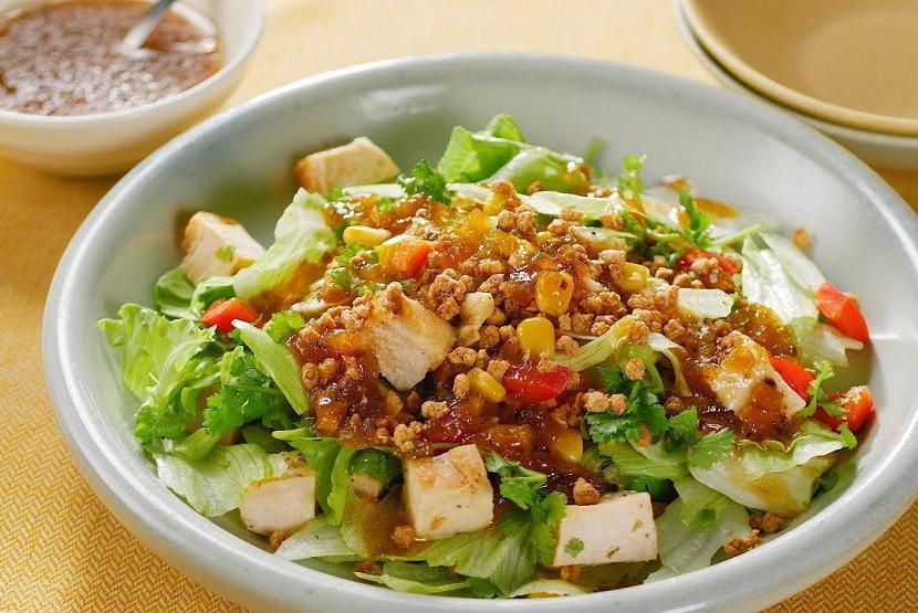 大豆のお肉のエスニックチョップドサラダ