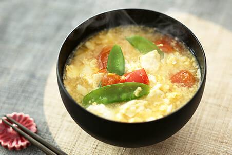 炒り豆腐とトマトと絹さやのみそ汁