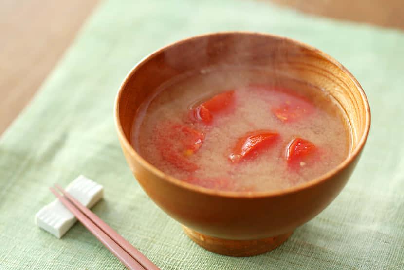 トマトとおろししょうがのみそ汁