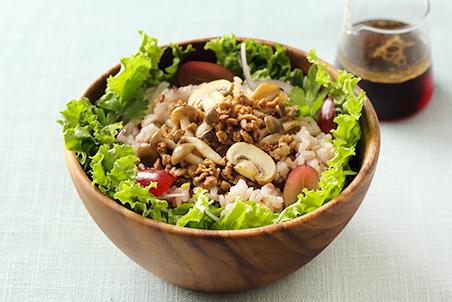 大豆のお肉ときのこの雑穀パワーサラダ