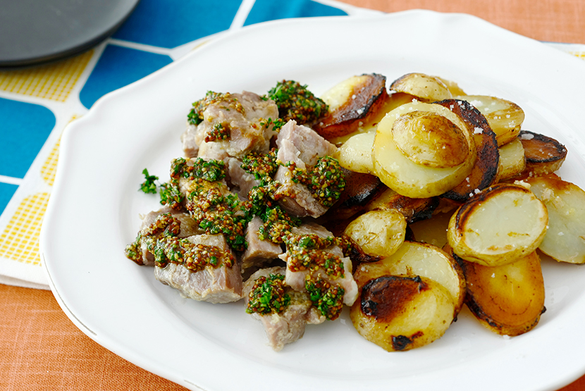 塩糀漬け豚肉とじゃがいものフライパンロースト