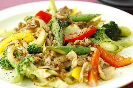 豚肉と野菜のカレーしょうゆ糀炒め