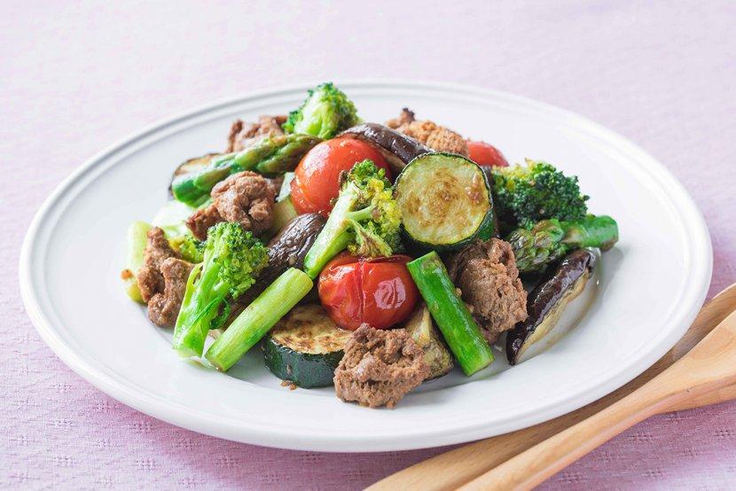 ロースト野菜と大豆のお肉のお食事サラダ