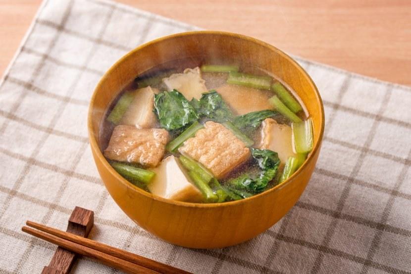 厚揚げと小松菜のしょうがみそ汁