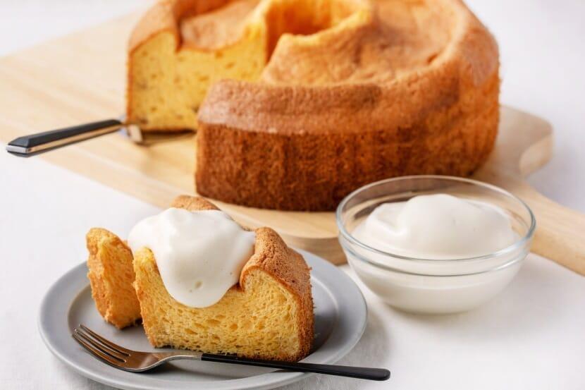 大豆粉のシフォンケーキ 豆乳クリーム添え