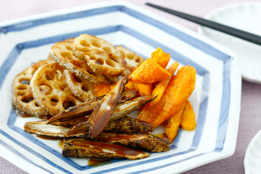 揚げ根菜の黒酢味噌ドレッシング