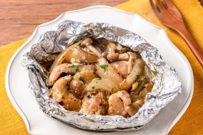 塩糀でチキンフリカッセ風ホイル焼き