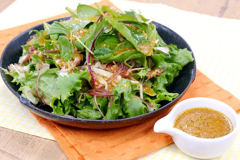 しょうゆ糀ドレッシングのサラダ