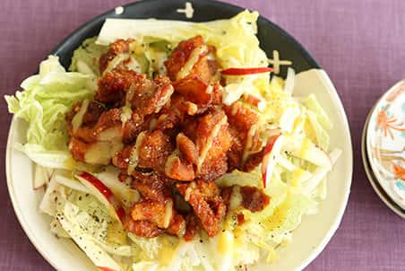 ピリ辛酢鶏×白菜とりんごのサラダ
