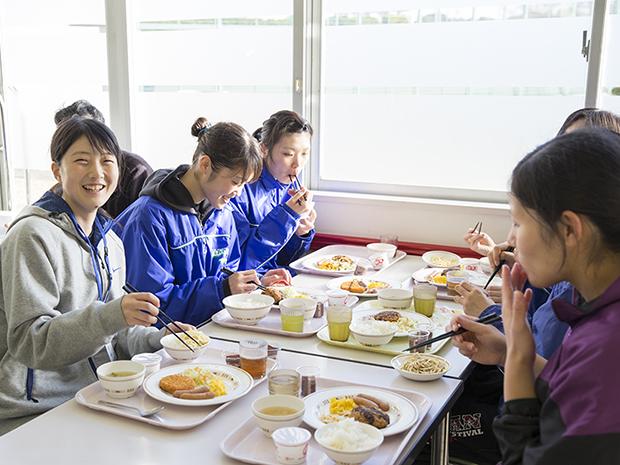 たったの100円で食べられる学生食堂の朝ごはん