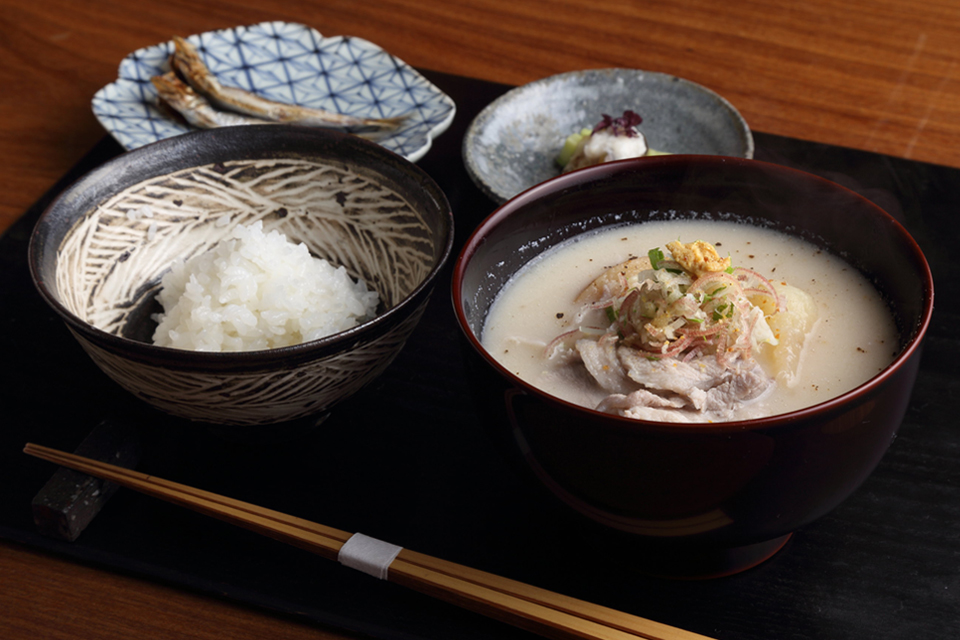 炊きたてご飯と、ごちそうたる汁物。「京の朝食」を体験する上質な時間。