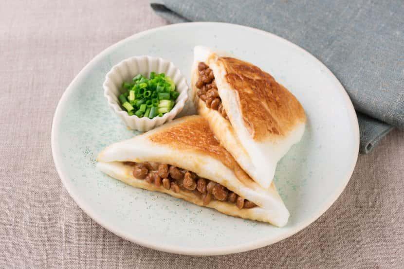 肉 と チーズ の 挟み パン