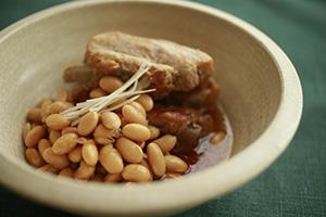 スペアリブとゆで大豆